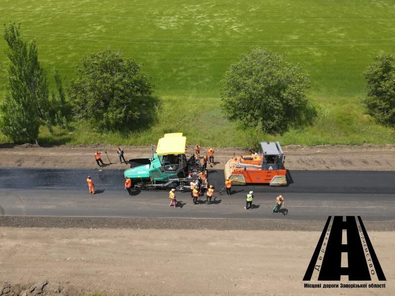 Поточний середній ремонт на ділянці автошляху О081976 Бердянського району виконано на 87%