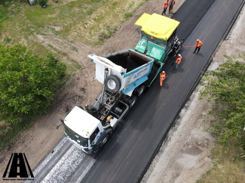 На ділянці автошляху О081976 Бердянського району виконано 96% поточного середнього ремонту