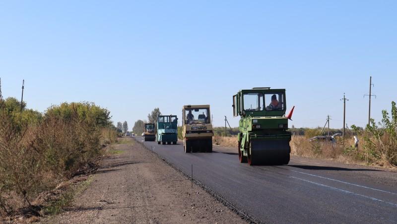 У Василівському районі тривають роботи на ділянці автодороги О080288